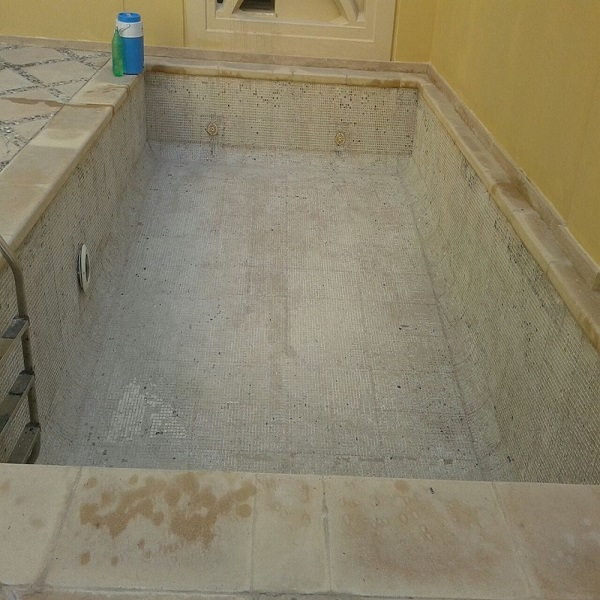 Swimming pool maintenance,cleaning and installation in Dubai